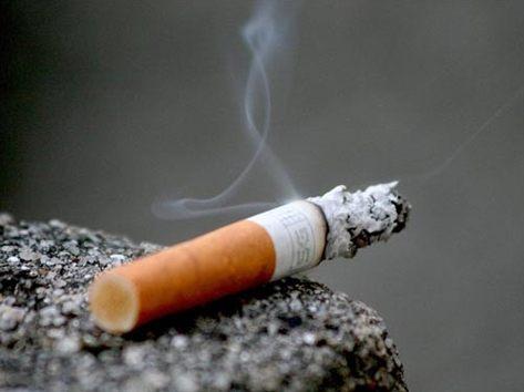 Thuốc lá là một trong những nguyên ngân gây đau dạ dày