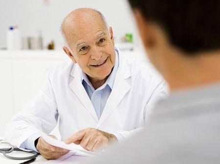 Khi có dấu hiệu của bệnh, bạn cần đi khám