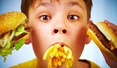 Ăn uống ở trẻ mẹ càn nhớ, không ăn quá nhanh