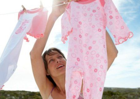 Giặt quần áo cho trẻ ngay