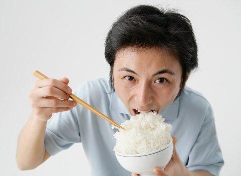 ăn cơm nhanh không tốt cho dạ dày
