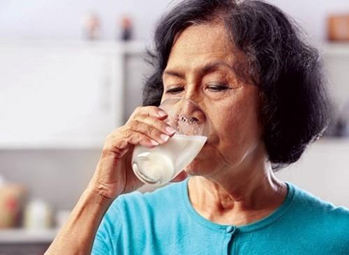 dạ dày có nên uống sữa không