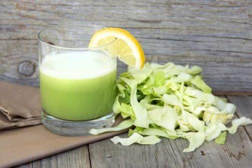 Uống nước ép bắp cải giúp người bệnh chữa đau dạ dày nhanh chóng