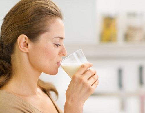 Không nên uống sữa khi đau dạ dày
