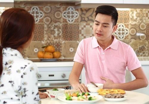 đau dạ dày có nên ăn trứng vịt lộn