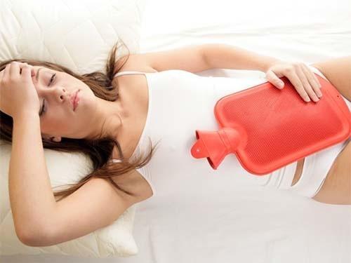 Chườm nóng bụng là một cách giảm đau dạ dày nhanh nhất tại nhà