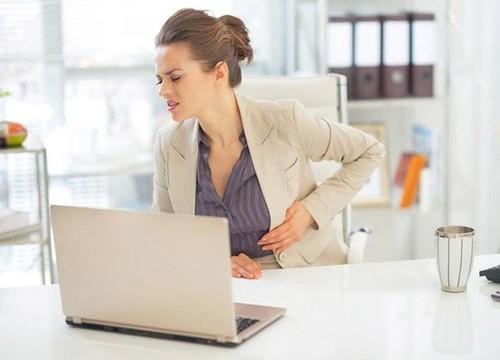 Bị đau dạ dày do căng thẳng công việc thường xuyên